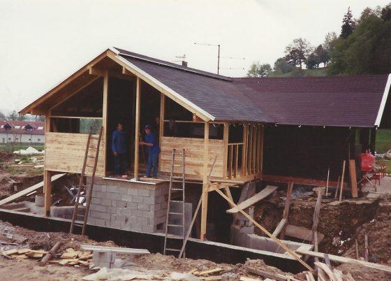 Prvo povečanje gostinske sobe 1990
